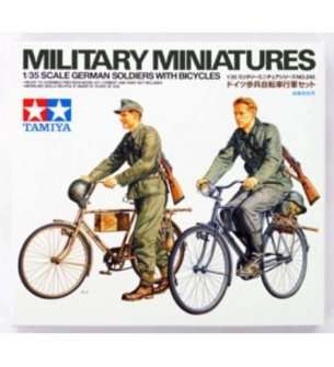 1:35 Tamiya 35240 Diorama-Set Soldier with Bicycle